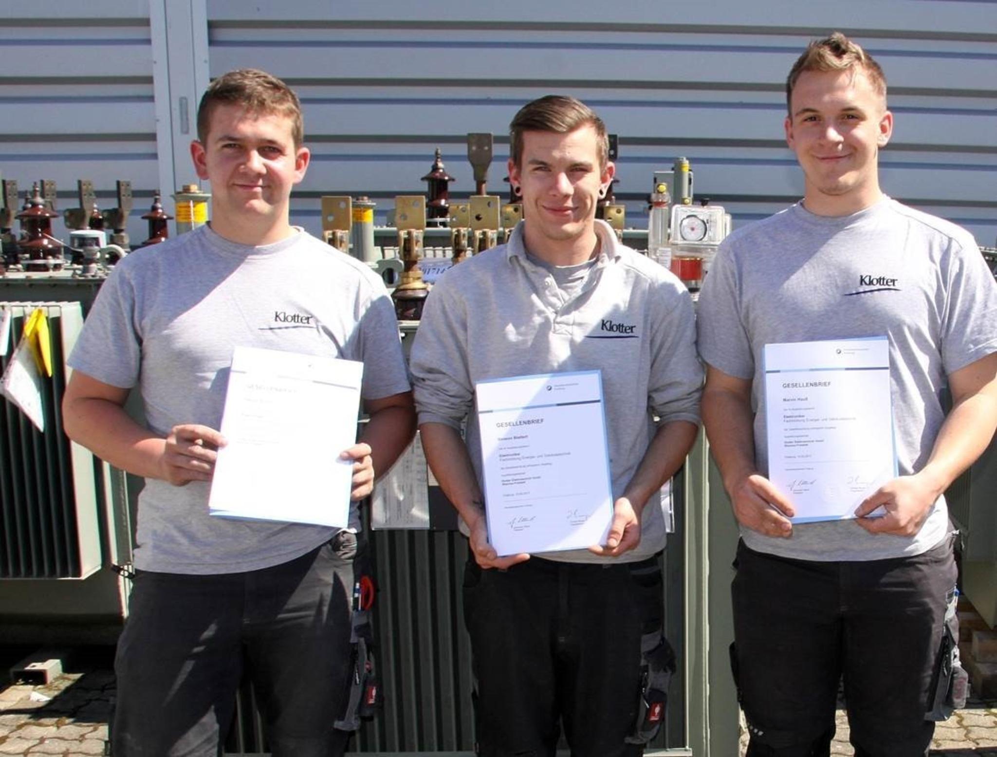 Das Foto zeigt (v. l.) Patrick Schuh sowie Simeon Blattert und Marvin Hauß, die ihre Ausbildung ebenfalls mit Erfolg absolviert haben.