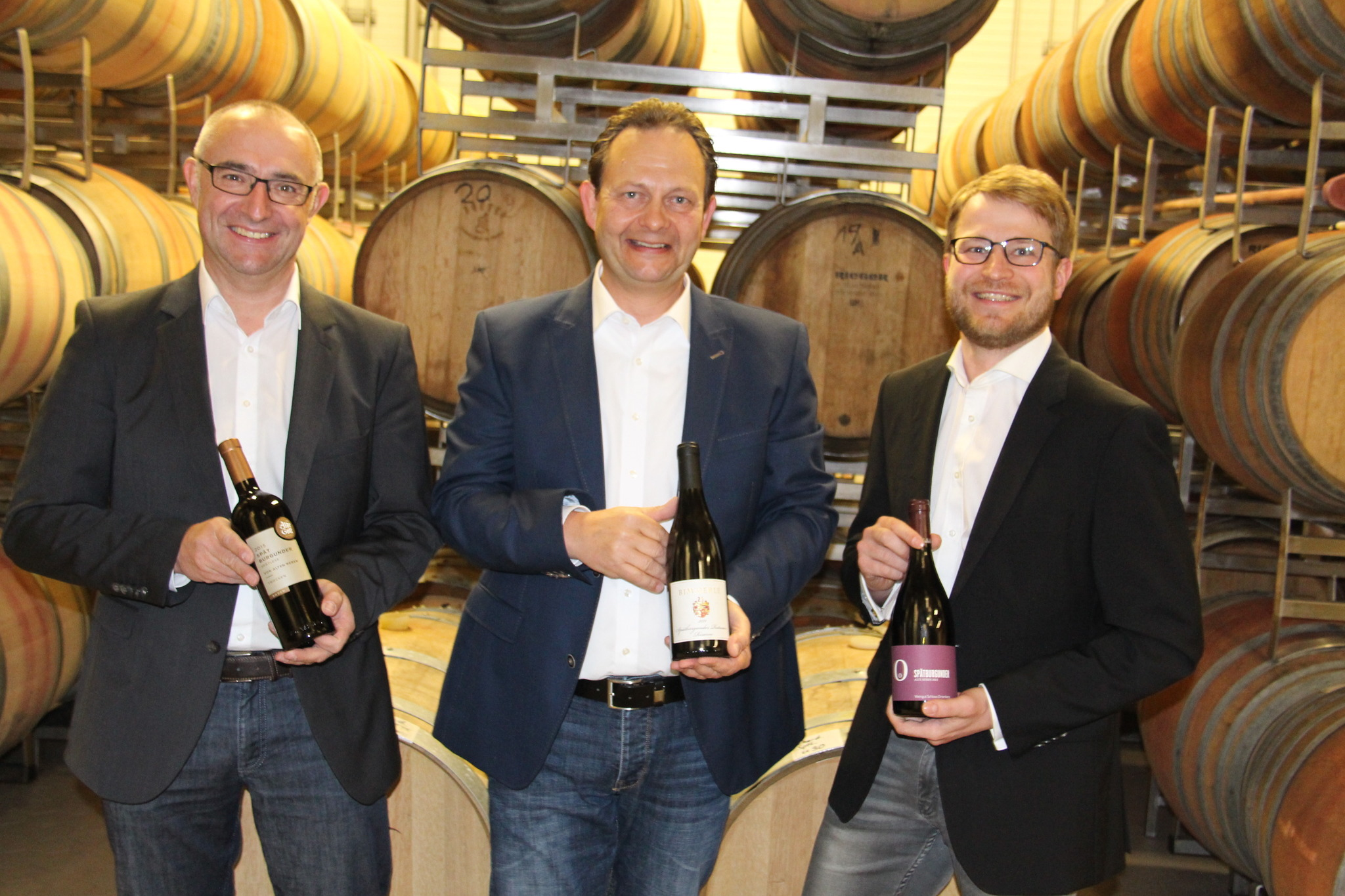 Die Geschäftsführer Günter Lehmann, Siegbert Bimmerle und Mathias Wolf  (v. l.) stellten ihre Weine in Erlach vor.