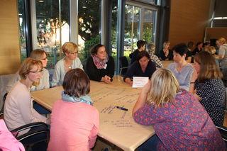 Die Auftaktveranstaltung zur Erarbeitung der Rahmenkonzeption der städtischen Kindergärten fand im Bürgersaal des Rheinauer Rathauses statt.