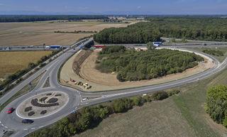 Der Europa-Park hat mit seinen Attraktionen 2016 über 5,5 Millionen Besucher angezogen. Um die Verkehrssituation zu verbessern, wird die Anschlussstelle Rust/Ringsheim ausgebaut.