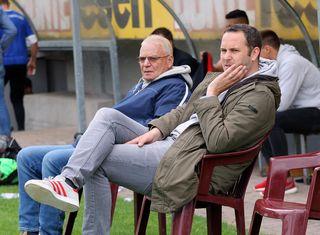 Zum letzten mal auf der Bank bei einem Oberligaspiel des Offenburger FV: Trainer Kai Eble (rechts) und Teammanager Heinz Falk. Jetzt richtet sich der Blick nach vorn.