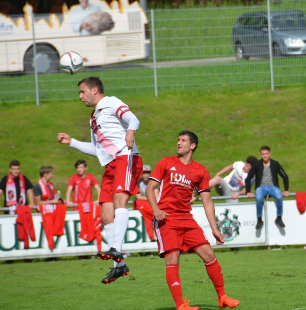 Wie hier Spielführer Nico Obert hatte der SC Hofstetten gestern Nachmittag alles im Griff und holte die Meisterschaft.