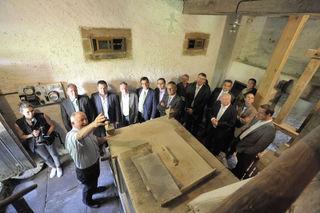 Landwirtschaftsminister Peter Hauk besucht mit Landrat Frank Scherer und den Fraktionsvorsitzenden des Kreistages den Jägertonihof.