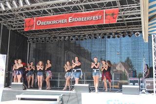 Erfrischende Musik, Tanz und Vorführungen gehören zum Programm beim Erdbeerfest. Fotos: rek