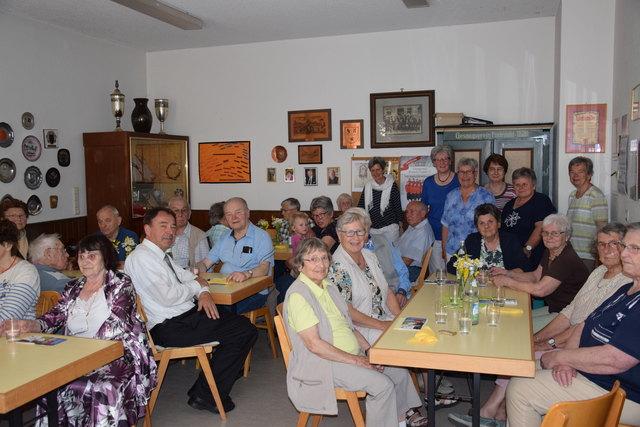 """Nahezu jeder Platz ist beim Bürgerkaffee im Proberaum des Gesangvereins """"Eintracht"""" im Gutacher Gemeindehaus belegt."""