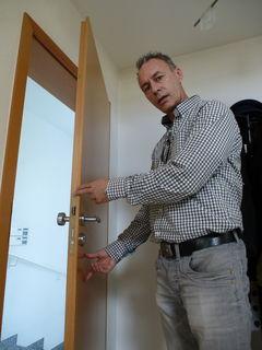 Ralf Kaufmann berät Menschen, wie sie ihr Heim schützen können.