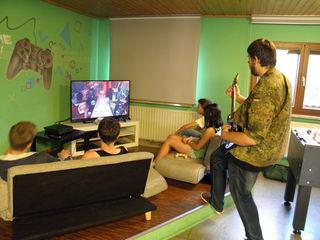 Gemeinsame Spiele gehören mit zu dem Angebot im Jugendtreff Freistett.