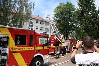 Die Feuerwehr Offenburg ist mit mehreren Fahrzeugen im Einsatz.