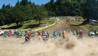 """Spektakuläre Rennen auf dem Pflingstberg in Schweighausen sind beim Motocross des MSC """"Alemannorum"""" garantiert."""