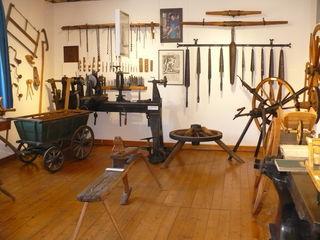 Mit diesen Werkzeugen arbeiteten die Wagner früher.