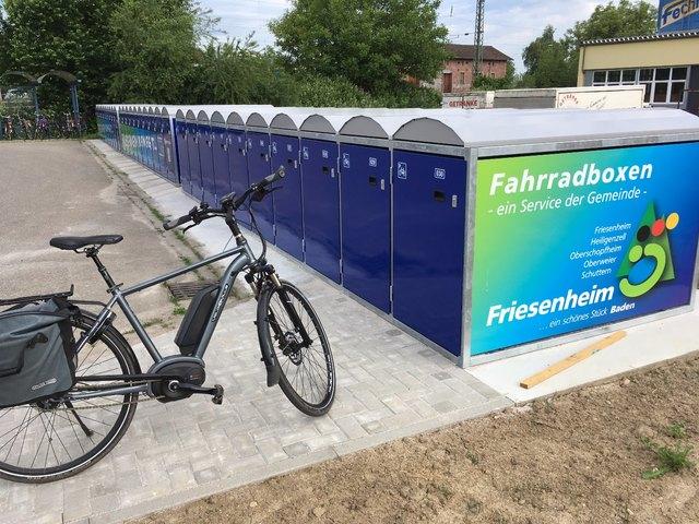 Am Friesenheimer Bahnhof gibt es nun zehn weitere Fahrradboxen.