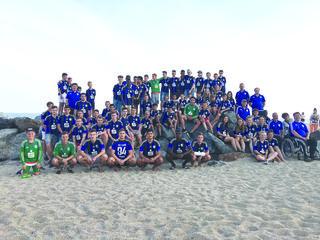 """Bereits zum 23. Mal nahmen die Jugendmannschaften des Sportclubs Lahr am Jugendturnier """"Copa Catalunya"""" in Spanien teil. Das Bild zeigt die Lahrer Nachwuchsfußballer am Strand von Malgrat de Mar."""