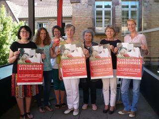 Das Veranstalterteam des 14. Lesesommers (v. l.): Sibylle Reiff-Michalik, Malena Kimmig, Barbara Roth, Elisabeth Asche, Christa Peiseler, Jutta Collmann und Sarah Frank