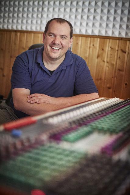 """Tonmeister Mathias Gronert komponiert nicht nur Blasmusik für seine Kapelle """"Egerländer Gold"""", sondern auch für seinen Musikverlag und damit andere Kapellen."""