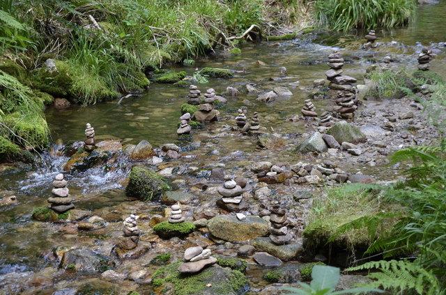 Dieses Foto stammt von unserem Ortenauten Jochen Hönig. Er empfiehlt auf unserer Homepage einen Ausflug zu den Allerheiligen Wasserfällen und hat auf dem Spazierweg dorthin diese Steingebilde entdeckt und fotografiert.