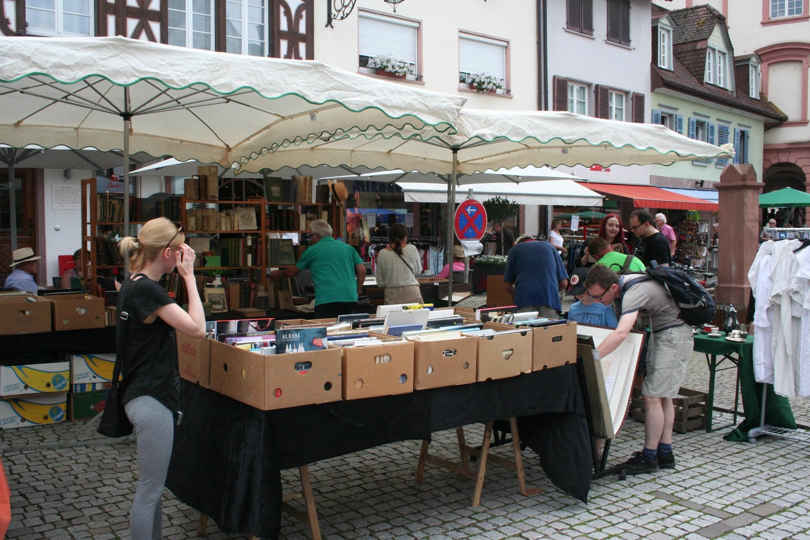 verkaufsoffener sonntag und antikmarkt in gengenbach edler tr del rund um marktplatz gengenbach. Black Bedroom Furniture Sets. Home Design Ideas