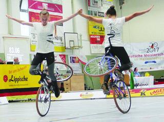 Maren Buchholz und Marisa Göppert bei ihrer fehlerfreien Kür bei der Deutschen Meisterschaft