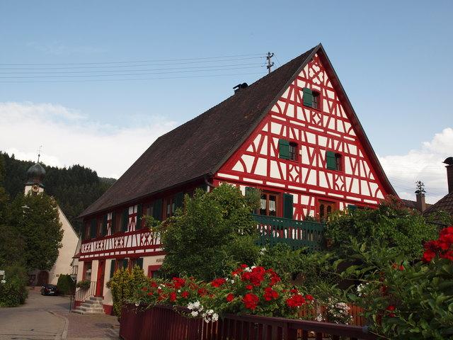 Seit 2015 erstrahlt die Fassade des Krämerhauses in neuem Glanz.