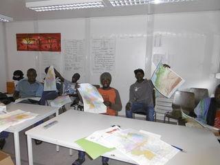 Sehr motiviert nahmen die gambischen Männer am Orientierungsworkshop teil.