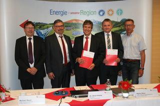 Jahresbilanz-Pressekonferenz (v. l.): Uwe Nachtigall (Leiter Service), Michael Meyer (Leiter Energiewirtschaft), Ulrich Kleine (Vorstand), Martin Wenz (Leiter Unternehmenssteuerung) und Michael Binder (Geschäftsführer Netze)