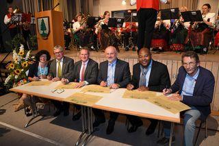 Zum 50-jährigen Jubiläum der Partnerschaft zwischen Seebach und Ottrott wurde die Verschwisterung per Urkunde erneuert.