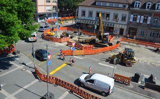 Ein Blick von oben auf die Baustelle vor dem Kehler Rathaus