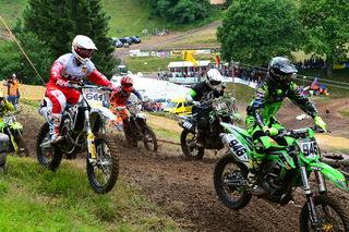 Spektakuläre Rennen erlebten die 2100 Zuschauer beim 44. ADAC-Moto-Cross-Rennen auf dem Pflingstberg in Schweighausen.