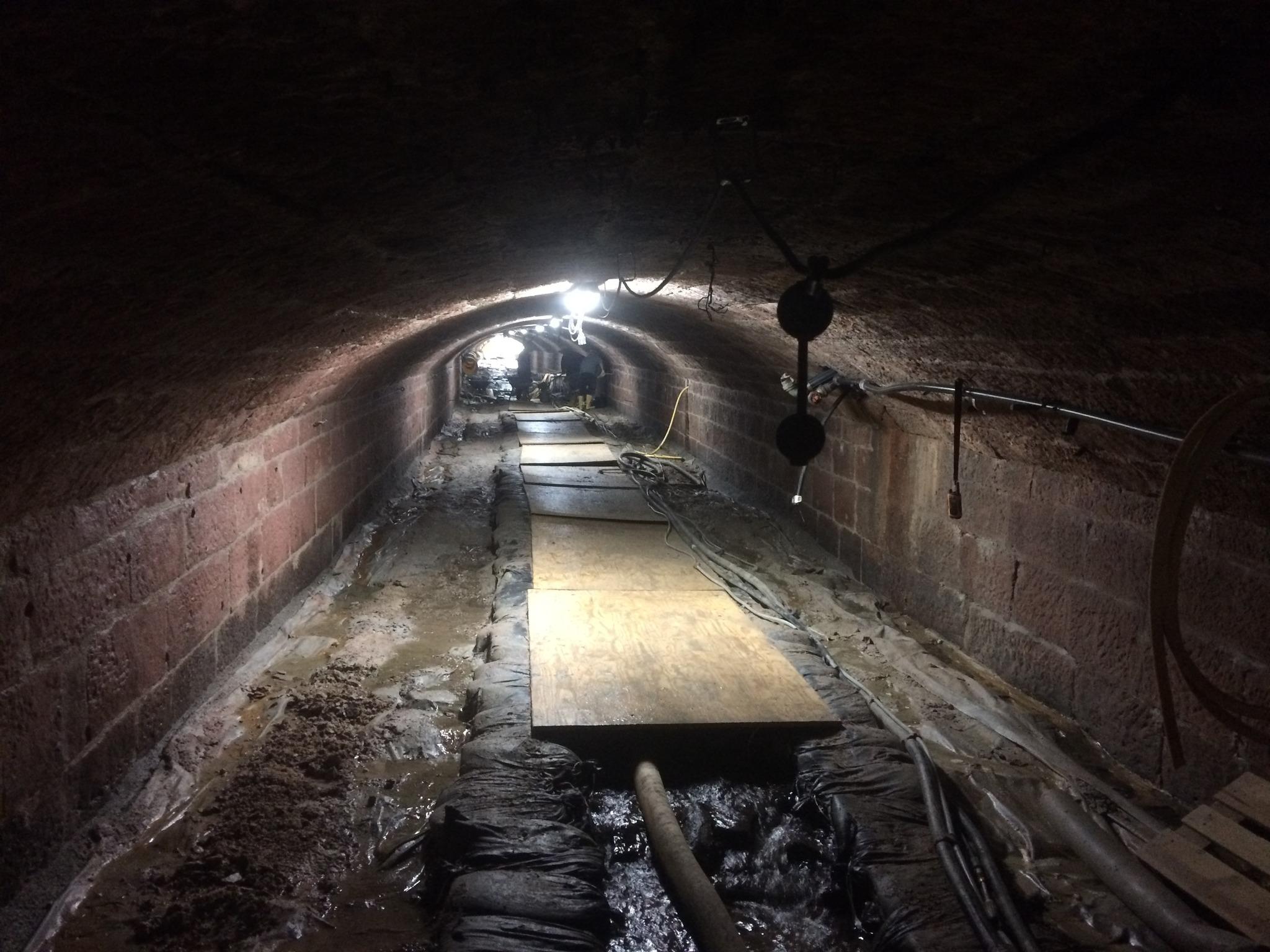 Gewölbekeller gestalten  Von oben nicht sichtbar kommen die Arbeiten gut voran ...