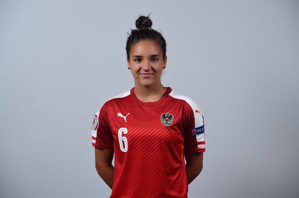 Adina Hamidovic vom österreichischen Meister und Cup-Sieger SKN St. Pölten wechselt zum SC Sand.