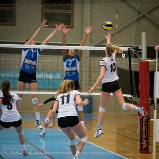 Taylor Brisebois (blaues Trikot links) spielt in der kommenden Saison in Offenburg.