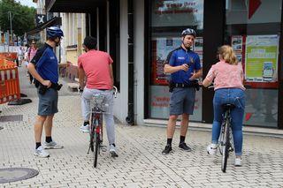 Die Polizisten der deutsch-französischen Radstreife kontrollierten in der Kehler Hauptstraße.