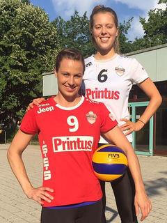 Die Volleyballerinnen Lisa Solleder (9) und Franziska Fried bleiben beim VC Printus Offenburg.