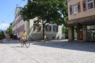 Auch Fahrradfahrer dürfen die Fußgängerzone in Oberkirch nutzen.