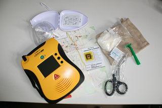Einfach in der Anwendung kann ein Automatischer Externer Defibrillator Leben retten.