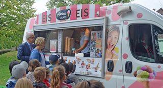 Heiß begehrt war der Eiswagen in der Kindertagesstätte Sölling, den der Kehler Oberbürgermeister Toni Vetrano beim Rathaussturm am Schmutzigen Donnerstag versprochen hatte.