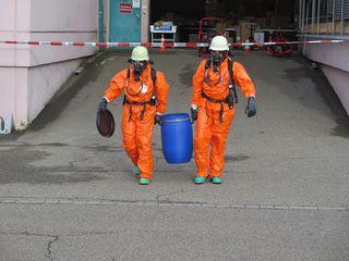 Feuerwehr beim Gefahrguteinsatz