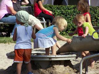 Kinder können sich gegenseitig anstecken.