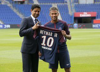Rekordspieler und Geldgeber: Neymar (rechts) und PSG-Clubchef Nasser Al-Khelaifi