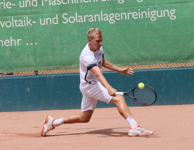 Adrian Ober möchte heute mit dem TC Oberweier gegen den TC Wolfsberg-Pforzheim gewinnen. Das Spiel beginnt um 11 Uhr