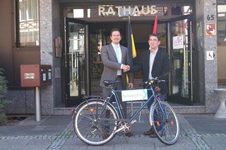 Bürgermeister Stefan Hattenbach (links) und Baudirektor Bernd Murgul vom Regierungspräsidium Freiburg wollen den Achertal-Radweg weiter voranbringen.