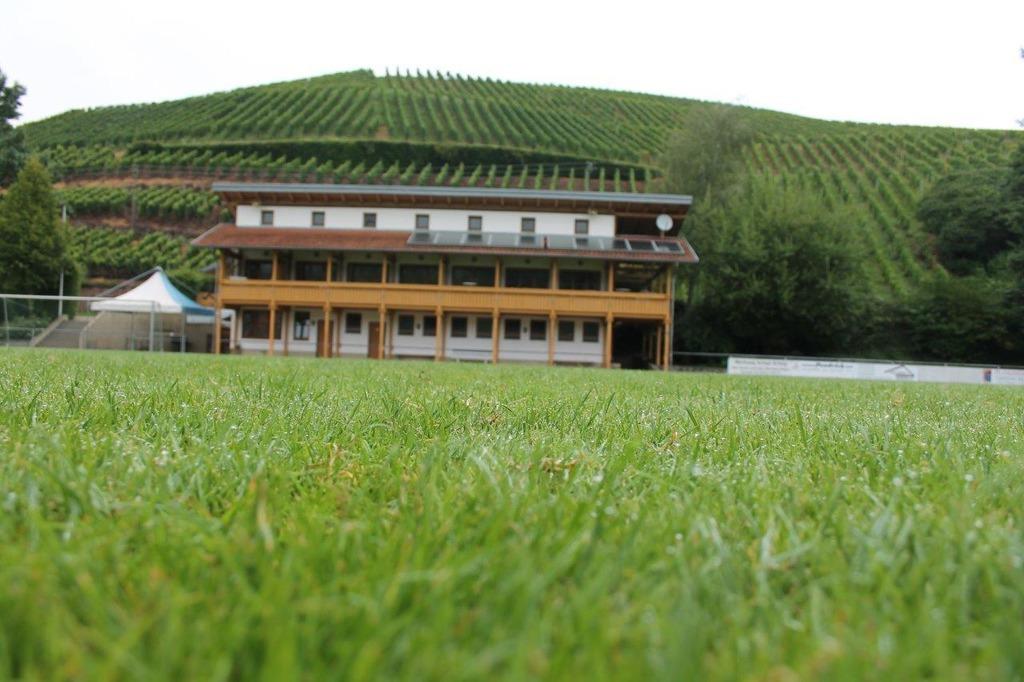 Stein des Anstoßes in Durbach: das Graf-Metternich-Stadion