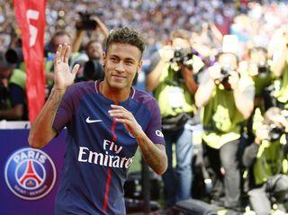 Darf sich nach dem Rekordtransfer auf sein Debüt im PSG-Trikot freuen: Brasiliens Nationalspieler Neymar.