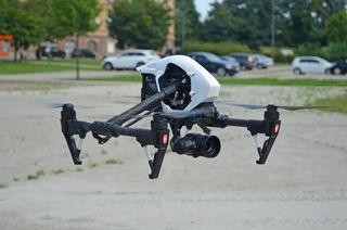 Diese Drohne schwebt über Kehl.