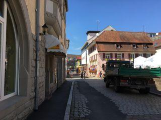 Die Kreuzstraße am Storchenturm soll bis zur Landesgartenschau fertig saniert sein.