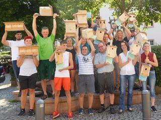 Schüler der Christophorusschule übergaben die Nistkästen an Ulrich Riehle und Ingrid Müller-Fritsch vom Stadtbauamt in Gengenbach.