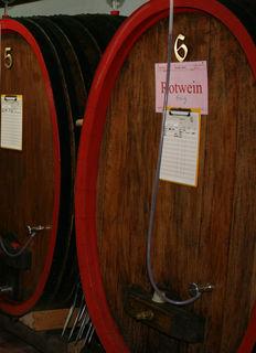 Wie ein Wein, so reift auch ein guter Essig am besten im Holzfass, bis er küchenfertig ist.