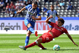 Vedad Ibisevic (links) von Hertha BSC suchte energisch den Torabschluss und feierte mit den Hauptstädtern einen verdienten Auftaktsieg gegen den VfB Stuttgart.
