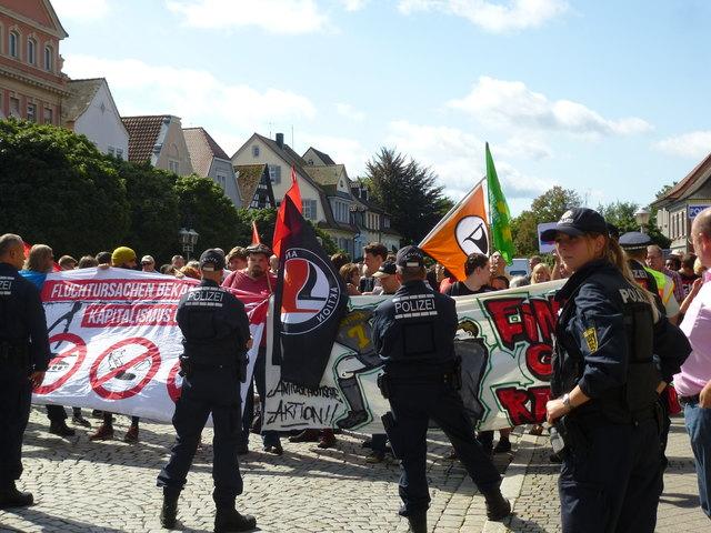 Die Polizei behielt die Gegendemonstranten im Blick