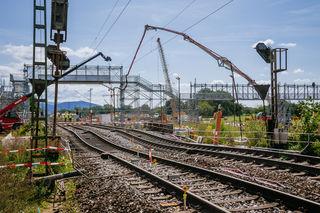 Nach dem Absenken der Gleise auf der Tunnelbaustelle in Rastatt steht der Bahnverkehr dort still. Nun hat die Bahn einen Zeitplan für Reparaturen herausgegeben.