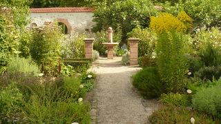Inspiriert von historischen Kräutergärten wie der Reichenau und doch weniger streng